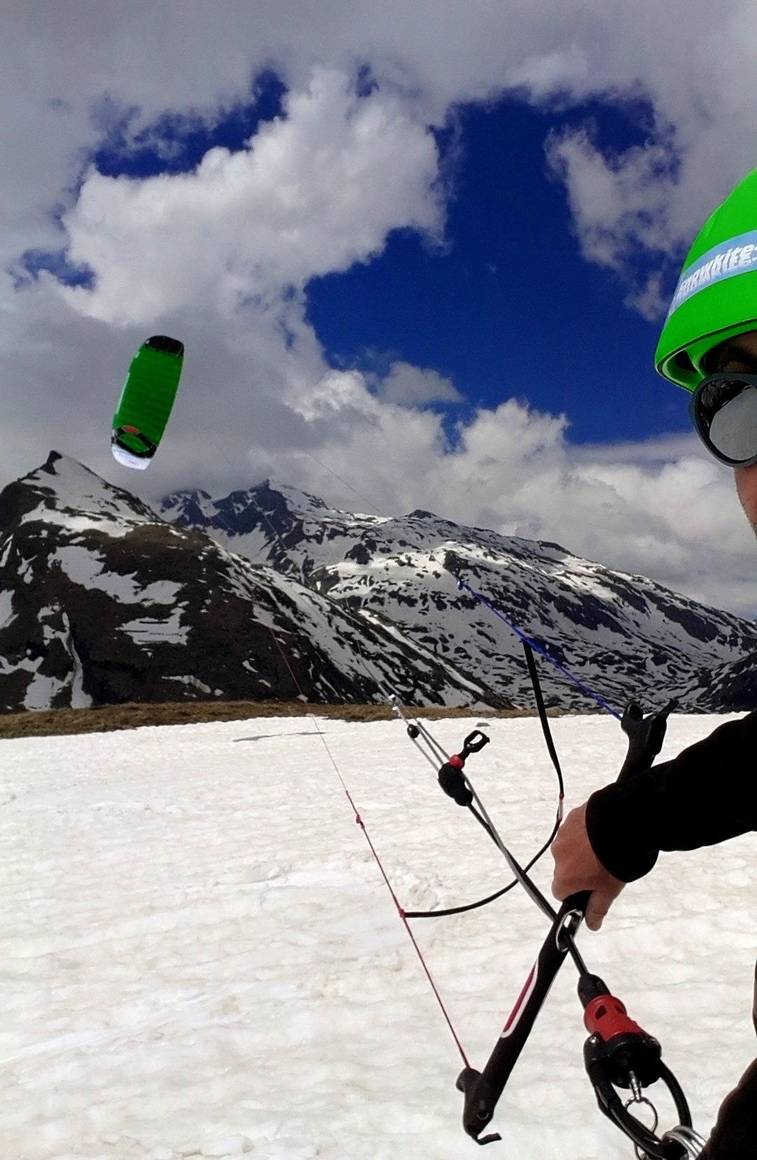 Monte_Spluga_Ozonekites_SubzeroV1_Snowkite-Odenwald
