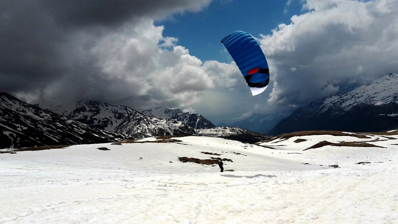 Monte_Spluga_Ozonekites_SubzeroV1_Snowkite-Odenwald_Summit_V4_Nr_1